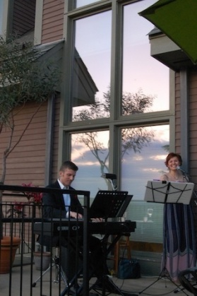 singing duo at Tower Hill Botanic Garden